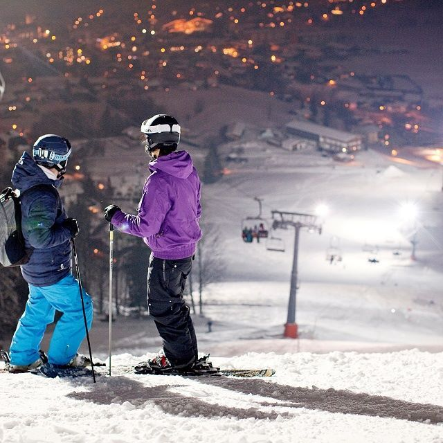 Piste with floodlight